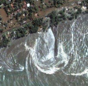 Gelombang tsunami di Thailand berlafazkan Allah, can u believe it?